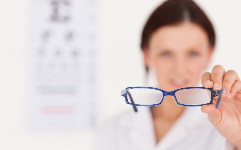 How do Cataracts affect vision?